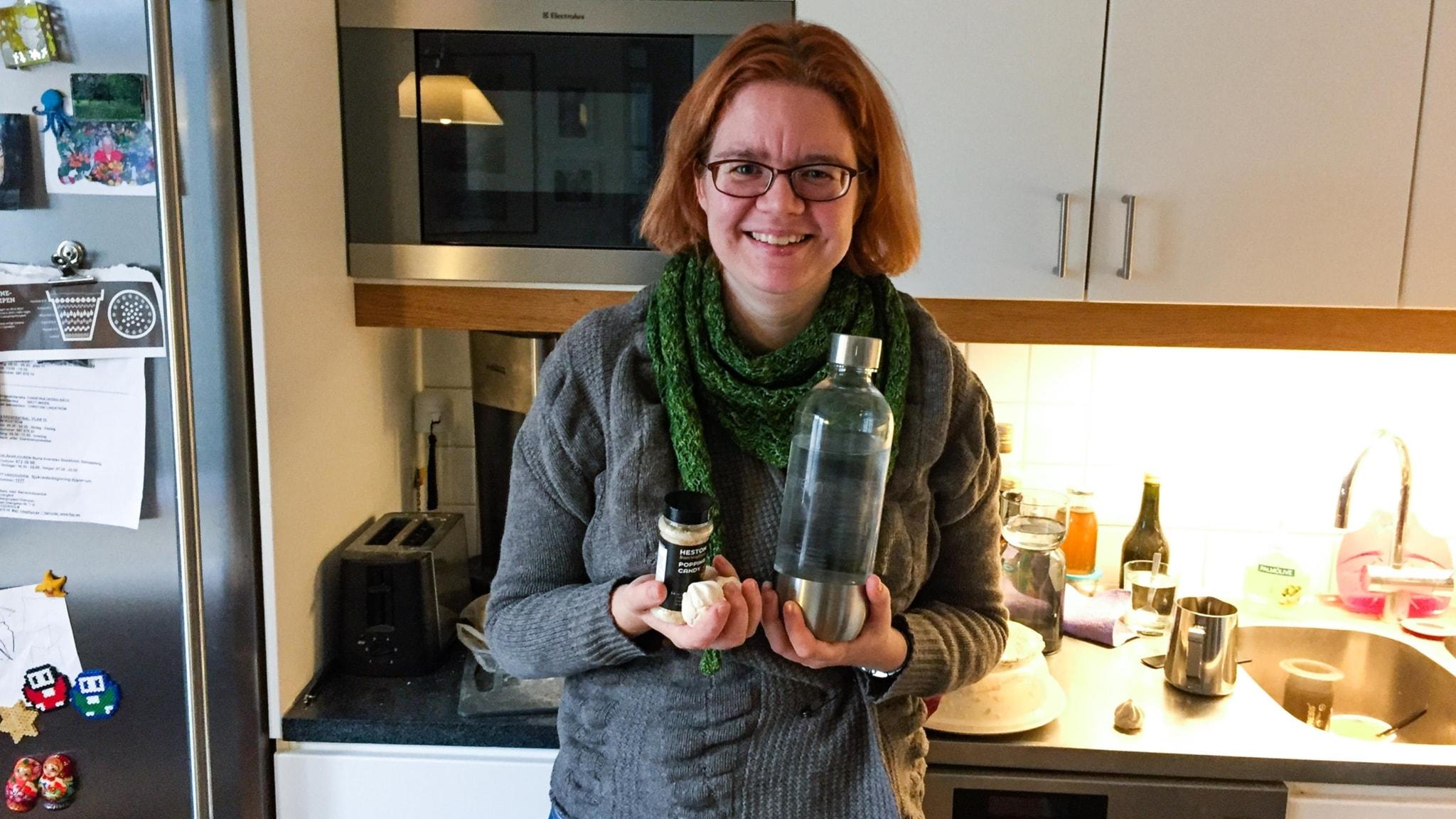 Författaren Malin Sandstöm förklarar hur bubblor skapas.