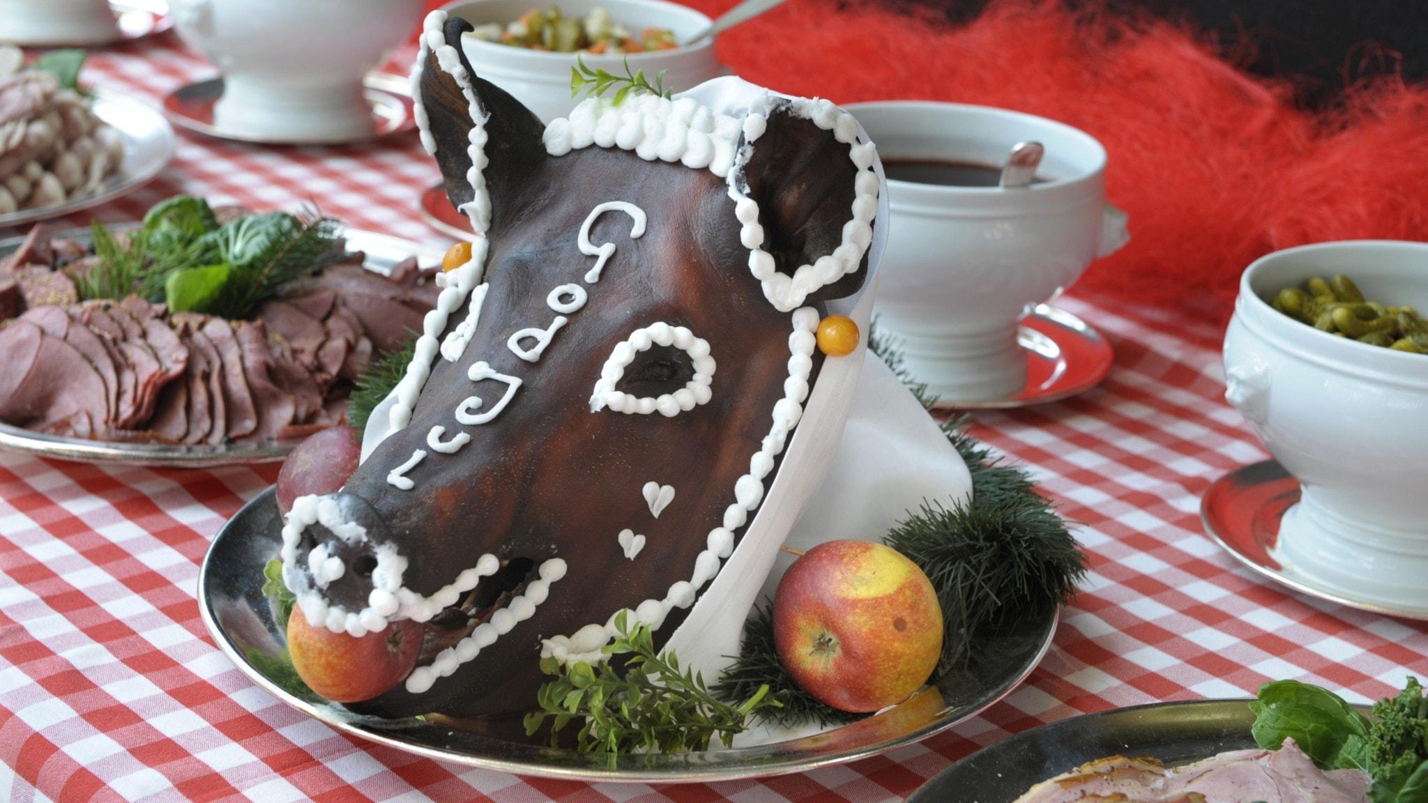 Grishuvudet, en gång symbol för julmaten. Kommer vi äta annorlunda julmat i år?