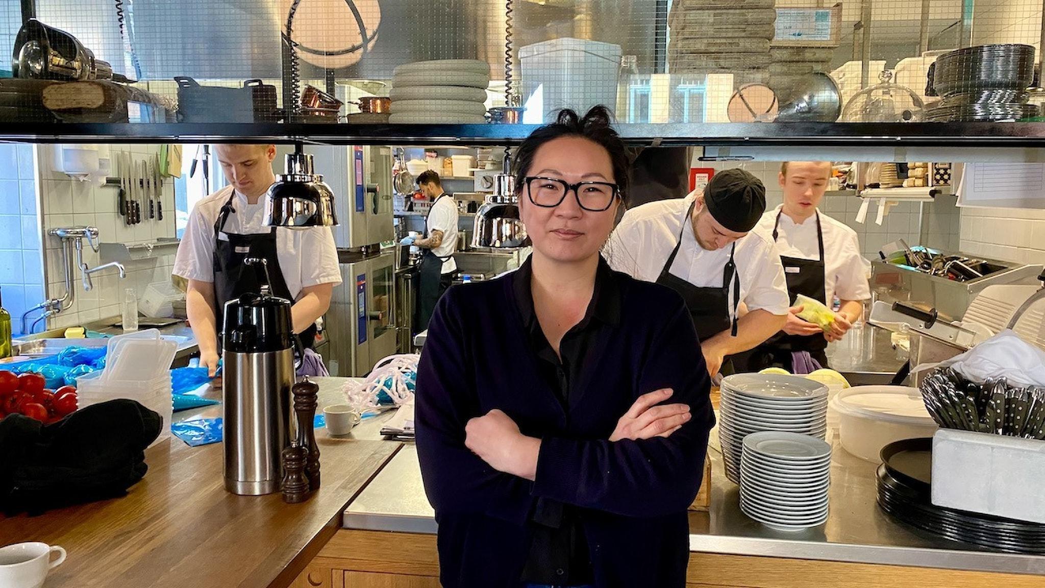 Emelie Svenssons restaurang har kompletterat verksamheten med hämtmat och helgkassar.