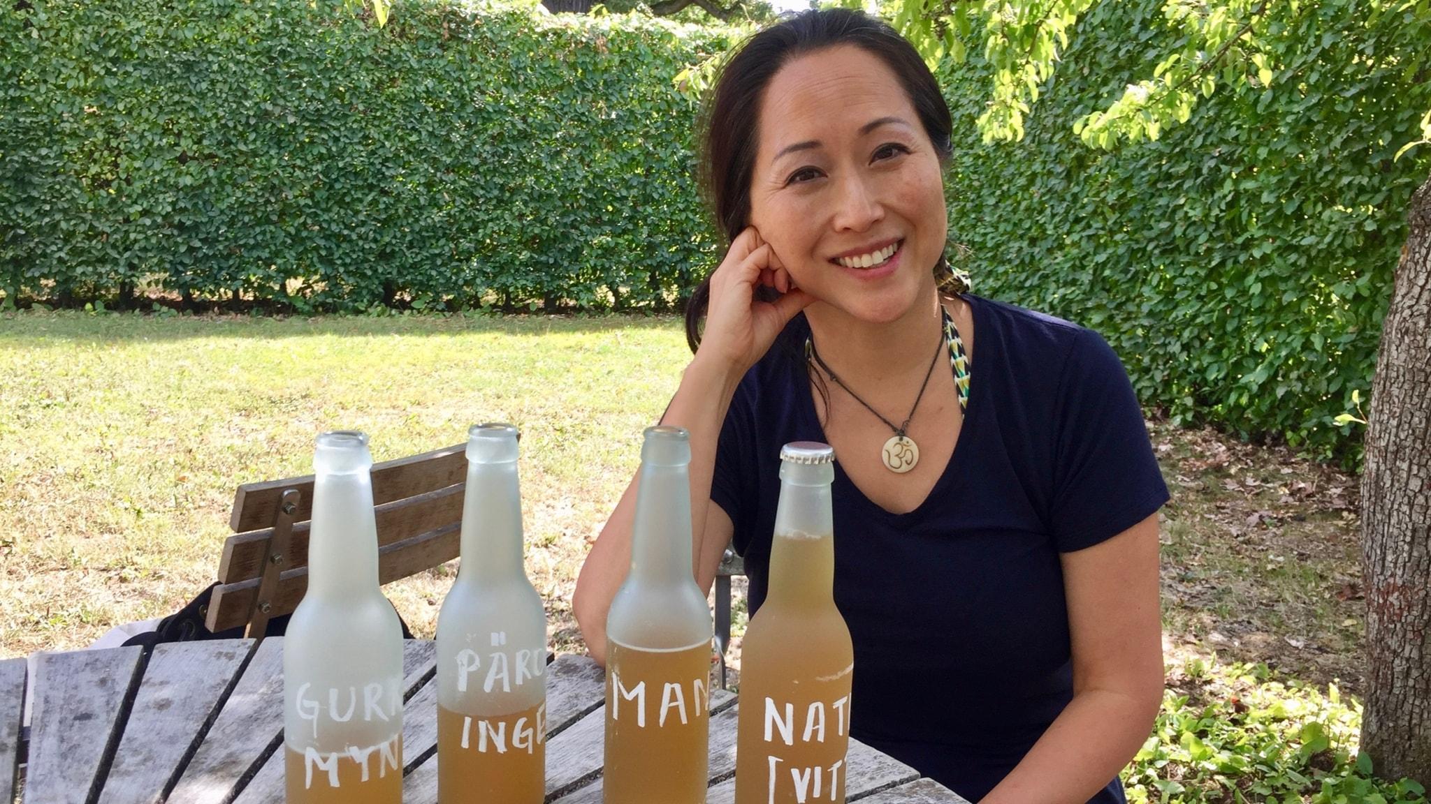 Soki Choi bjuder på egentillverkad kombucha och berättar om våra tarmbakterier.