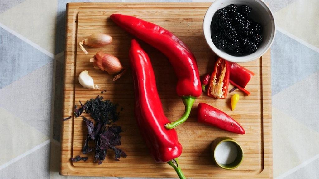 Ingredienser till chilisås.
