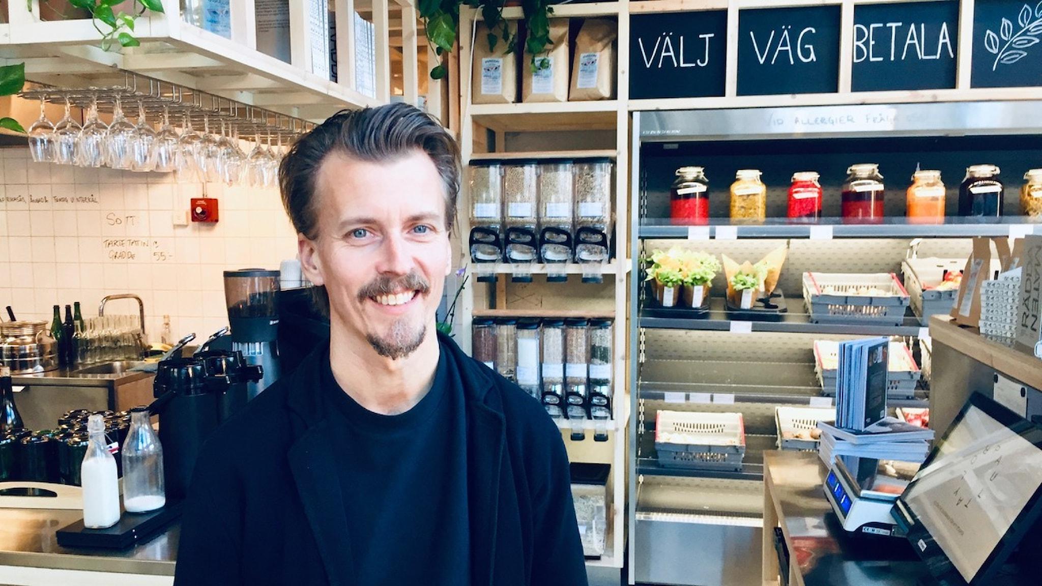 Kocken Paul Svensson lär oss att svinnventera - ta vara på råvaror istället för att slänga dem.