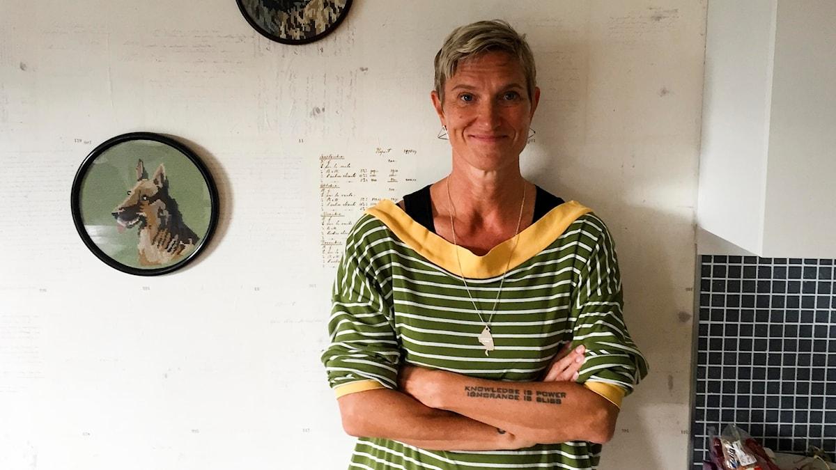 Helle Robertson, kläddesigner och marmeladkokerska, hemma i sitt kök.