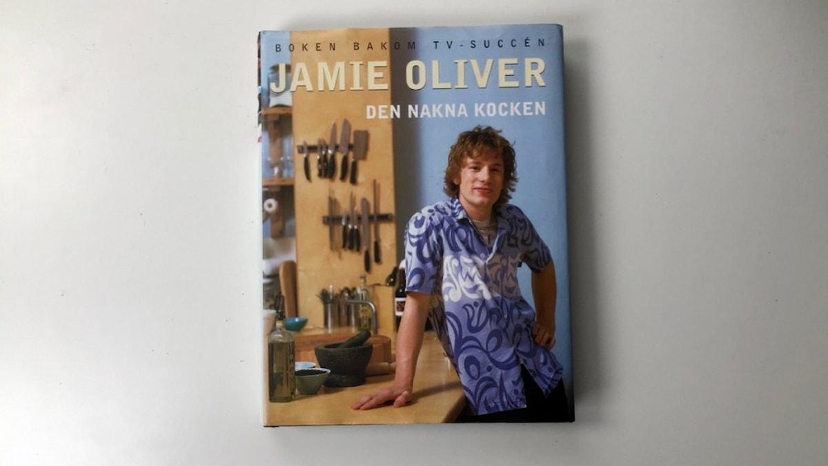 Jamie Olivers första bok Den nakna kocken.