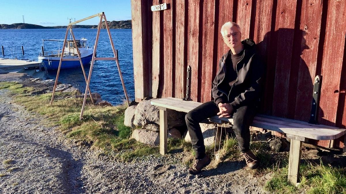Simon Ekström på ljugarbänken i Halsbäck.