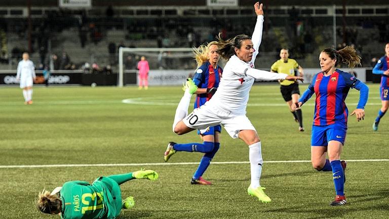 Marta lyckas inte överlista Barcelonas försvar. Foto: Emil Langvad/TT.
