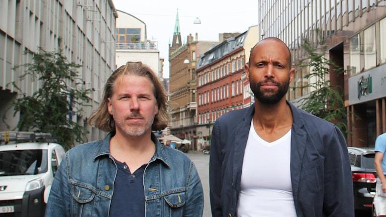 Nicklas Johansson och Kwame Moore ordnar fest på  Norra Grängesbergsgatan.