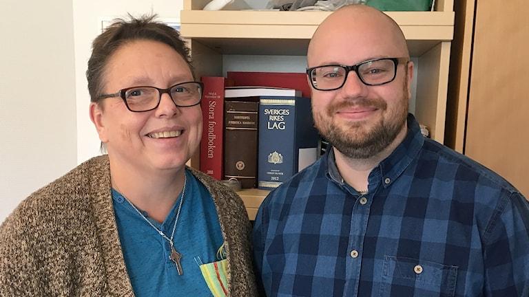 Elisabet Carlsson och Tomas Sandin, Skuld- och budgetrådgivare, Malmö stad. Foto: Sagal Hussein Omar/Sveriges Radio