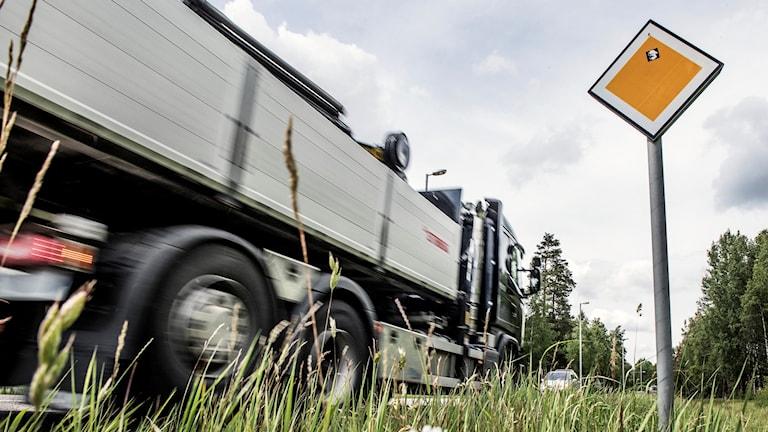 Lastbil på väg. Foto: Tomas Oneborg/TT.