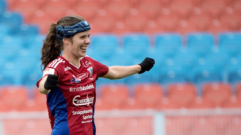 Sofie Junge Pedersen jublar efter sitt 2-2-mål som räddade Vittsjöpoäng i Göteborg. Foto: Björn Larsson Rosvall/TT.