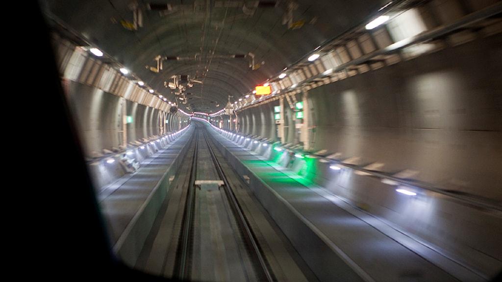 Många vill åka på tur i den nyss invigda Citytunneln i Malmö. På måndagsmorgonen var det företagarnas tur. Foto: Drago Prvulovic/Scanpix