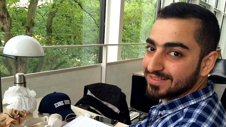 Sadeq al-Ghaffari på Stadsbiblioteket. Foto: Anna Landelius/Sveriges Radio