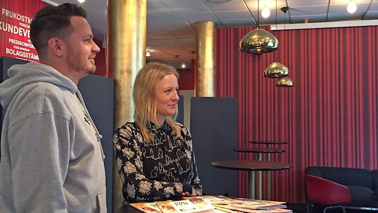 Programchefen Daniel Lundquist och festivalchefen Julia Jarl ser fram mot 34:e upplagan av BUFF i Malmö. Foto: Sandra Jakobsson/Sveriges Radio.