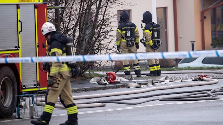 Räddningstjänsten på plats efter containerexplosion på företagsområde i Malmö. Foto: Johan Nilsson/TT.