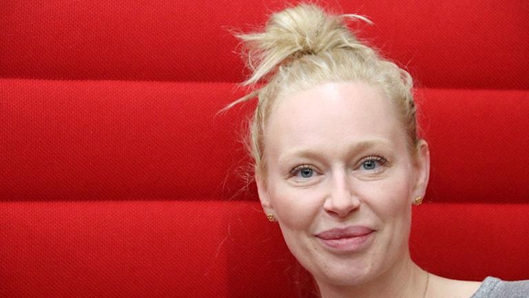 Isabel Adrian, modell, författare och konstnär som nu har hus i Skåne. Foto: Hans Zillén/Sveriges Radio.