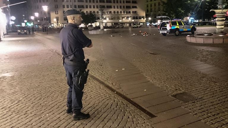 Polis och polisbil i Malmö