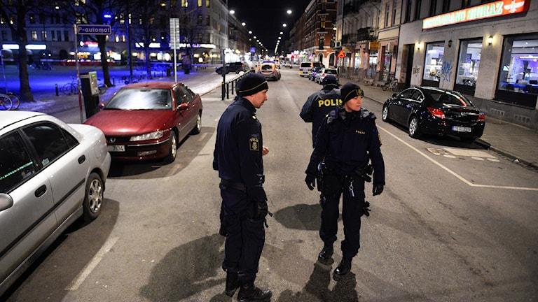 En person sköts i huvudet med flera skott utanför en restaurang på Möllevångstorget i Malmö. Foto: Emil Langvad/TT