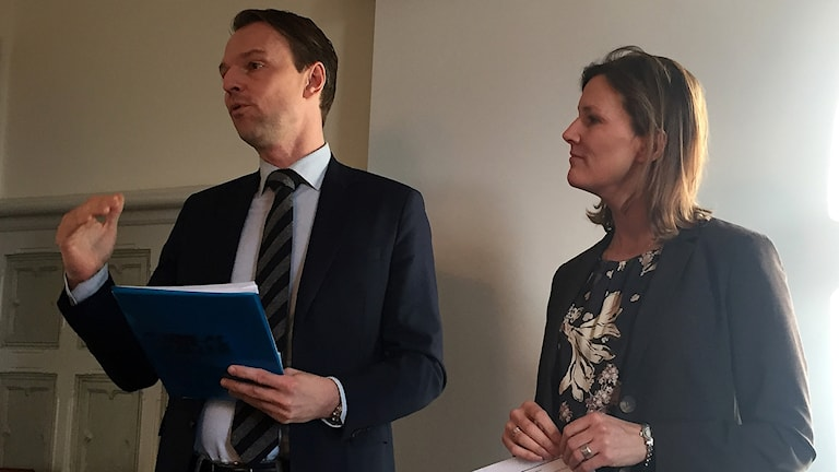 Peter Danielsson (M), kommunstyrelsens ordförande i Helsingborg och Benedikte Kiaer, borgmästare i Helsingör.