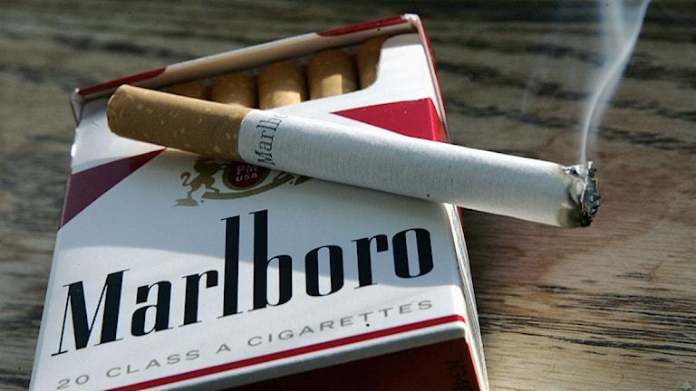 Försäljning av smugglade cigaretter är en del av den svarta ekonomin i Malmö.