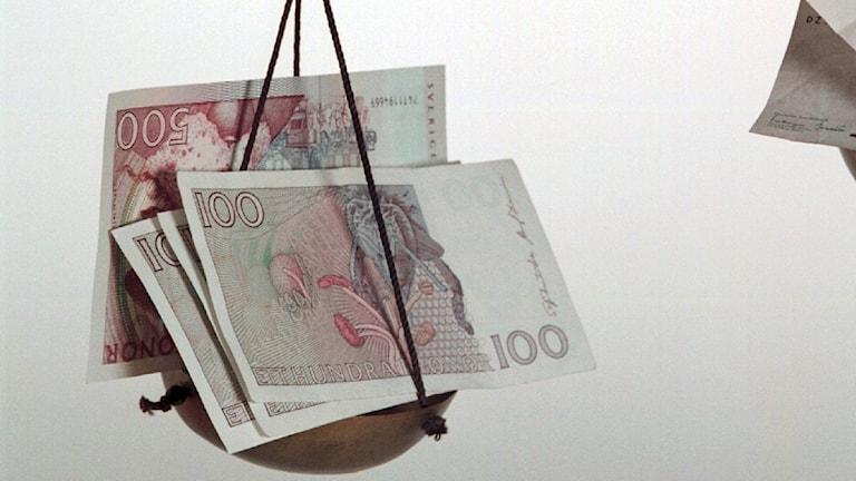 Pengar på våg. Foto: Anders Wiklund/TT