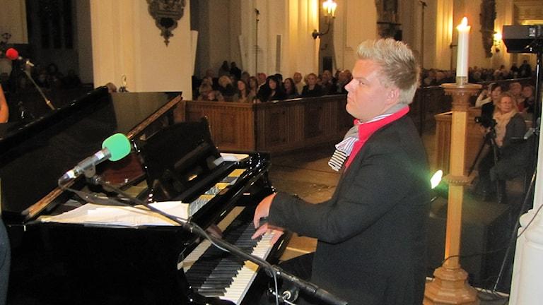 Organisten Carl Adam Landström spelade i S:t Petri kyrka i Malmö när P4 Malmöhus arrangerade konsert till förmån för Musikhjälpen. Foto: Gun Bergbring/Sveriges Radio