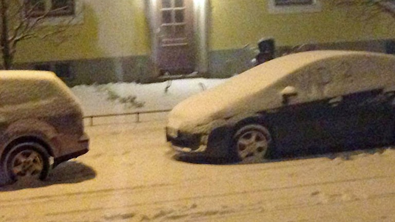 Bil under snötäcke