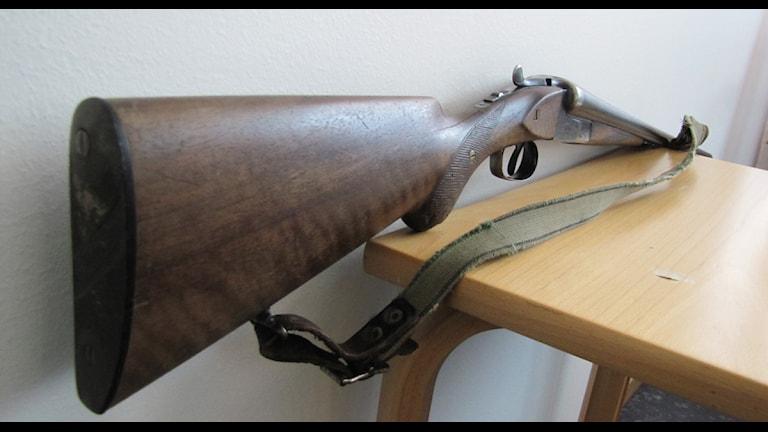 De vanligaste vapen som kommer in är gamla jaktgevär. Foto: Anna Falk / Sveriges Radio