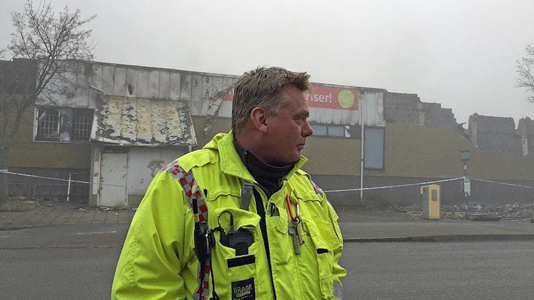 Greger Edberg har arbetat med branden vid Pilängen sedan klockan tolv i natt.