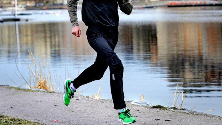 En man som tränar löpning.