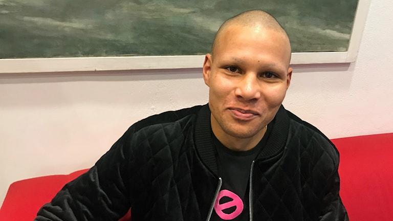 Karim Faradji stödjer cancerdrabbade genom att raka bort allt hår.