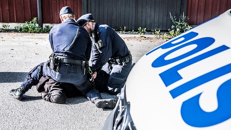 Poliser under övning.