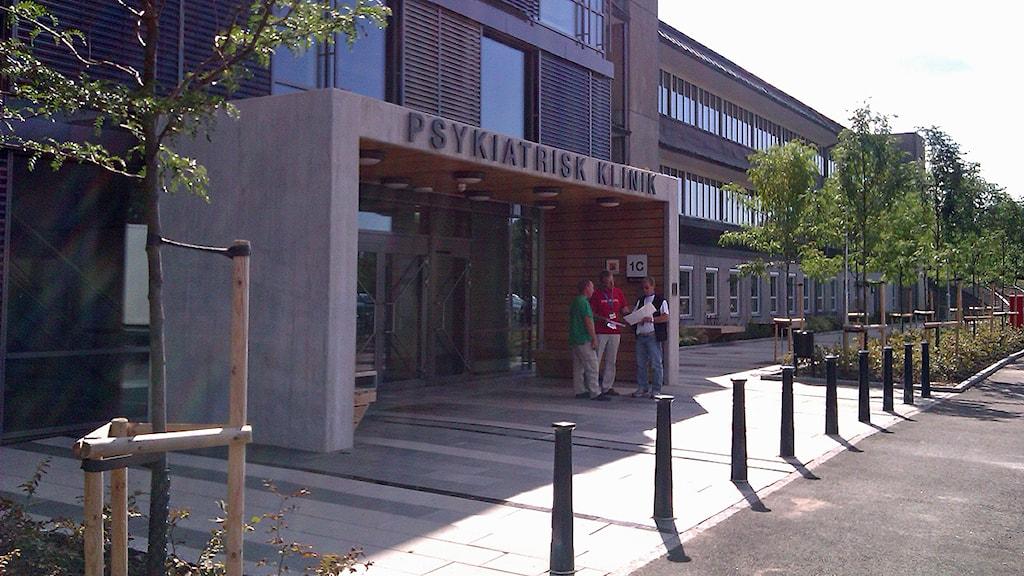 Ingången till Psykiatrihuset på Baravägen i Lund. Foto: Petra Haupt/Sveriges Radio