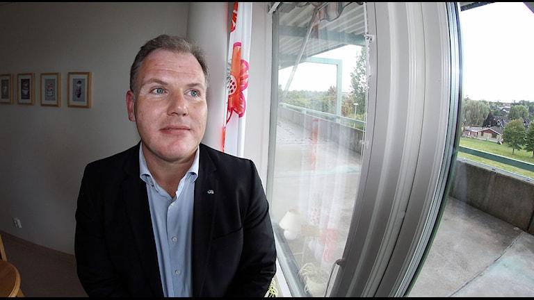 Gilbert Tribo (L) ordförande i Region Skånes hälso- och sjukvårdsnämnden vill se åtgärder för att färra barn ska dö i magen