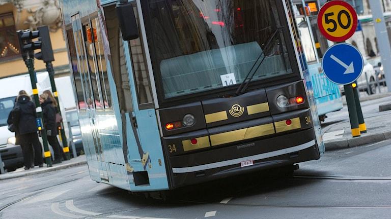 En bild på en spårvagn i farten.Foto: Fredrik Sandberg/Scanpix