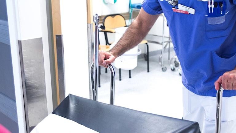 Läkare kräver klarhet i vad vård som inte kan anstå ska innebära.