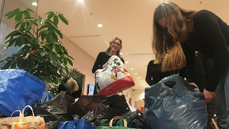 Gymnasieelever i Malmö samlar in kläder till Malmös
