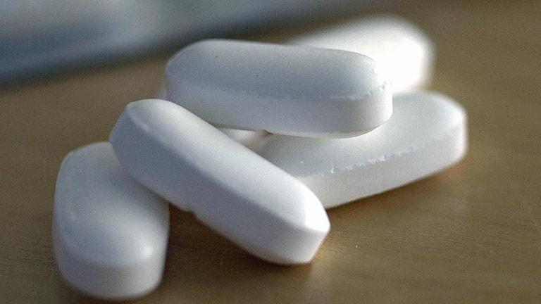 Tabletter i hög på ett bord. Foto: Fredrik Sandberg/Scanpix