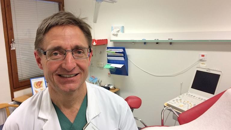Christer Borgfeldt, överläkare på kvinnokliniken i Lund, vill ha självtester för att få fler kvinnor att ta cellprov. Foto: Petra Haupt/Sveriges Radio.