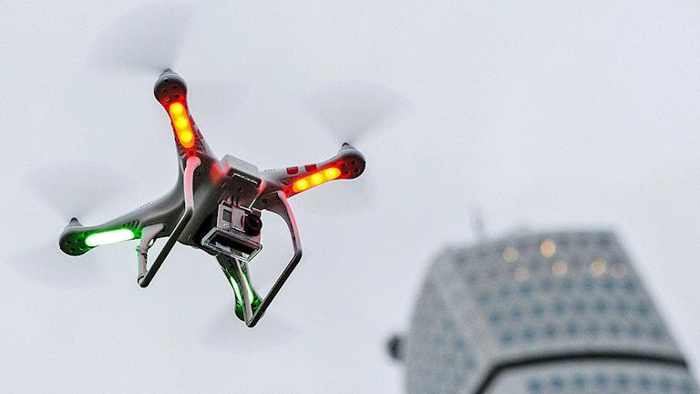 En flygande kamera, drönare av typen Phantom 2 Vision. Foto: Johan Nilsson/TT