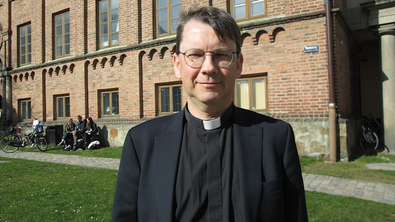 Bilden visar Johan Tyrberg, kyrkoherde i Karlshamn och nyvald biskop i Lunds stift. Foto: Melissa Dahlqvist/Sveriges Radio.
