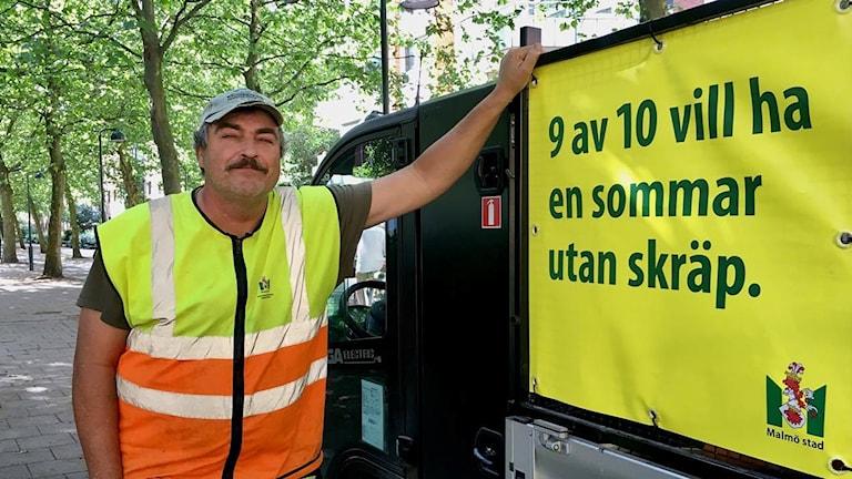 Ronnie Hansson, renhållningsarbetare vid parkallen i Malmö. Foto: Sandra Jakobsson/Sveriges Radio.