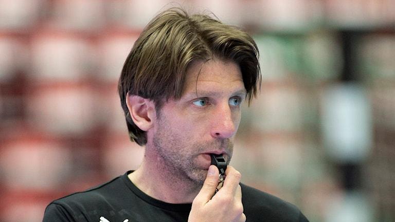 Tomas Axnér, expertkommentator i TV4 som nu tar timeout från tränarjobbet i Lugi. Foto: Drago Prvulovic/TT