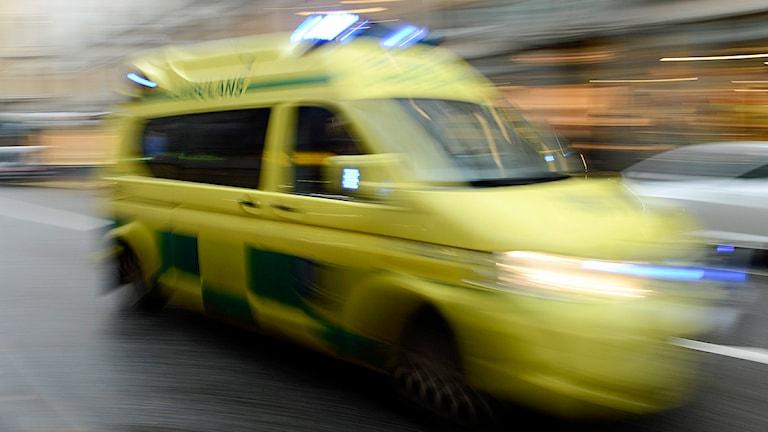 Ambulans under utryckning. Foto: Bertil Enevåg Ericson/TT