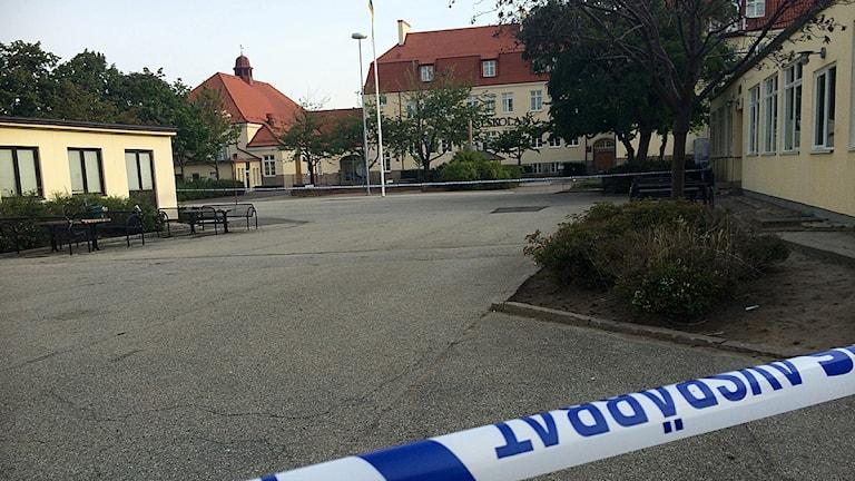 Linnéskolans gård i Limhamn där 17-åringen dödades. Foto: Rafaela Stålbalk/Sveriges Radio
