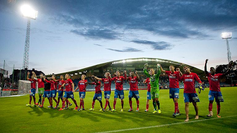 Helsingborgsspelarna tackar publiken efter en allsvensk match.