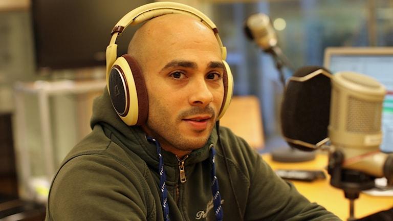 Alexander Rabi jobbar som ordningsvakt i Malmö. Foto: Karin Genrup/Sveriges Radio