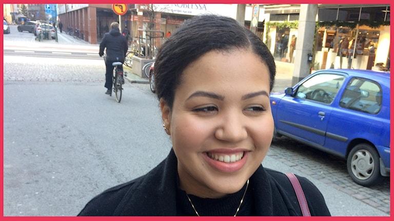 Isatou Bah, ung Trelleborgare som är med i P4 Malmöhus publiknätverk. Foto: Sofie Ericsson/Sveriges Radio.