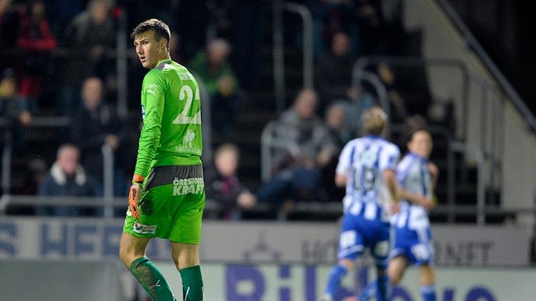 HIF:s debuterande målvakt Andreas Linde deppar efter ett av IFK Göteborgs mål. Foto: Björn Lindgren/TT