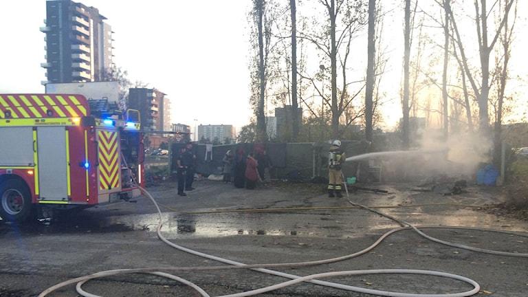Brandsläckning pågår