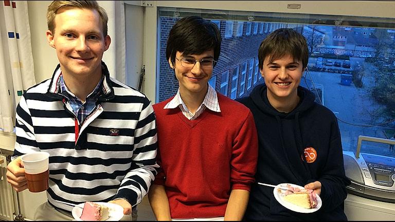 Lars Åström, Daniel Jacobsson och Malte Larsson från Borgarskolan. Foto: Madeleine Fritsch-Lärka/Sveriges Radio.